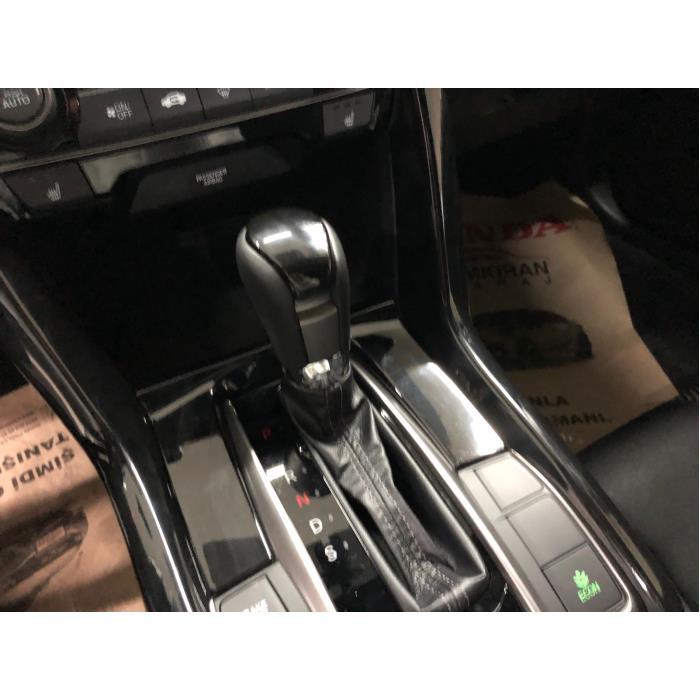 Honda Civic Fc5 Vites Çerçevesi Parlak Siyah (PİANO BLACK)