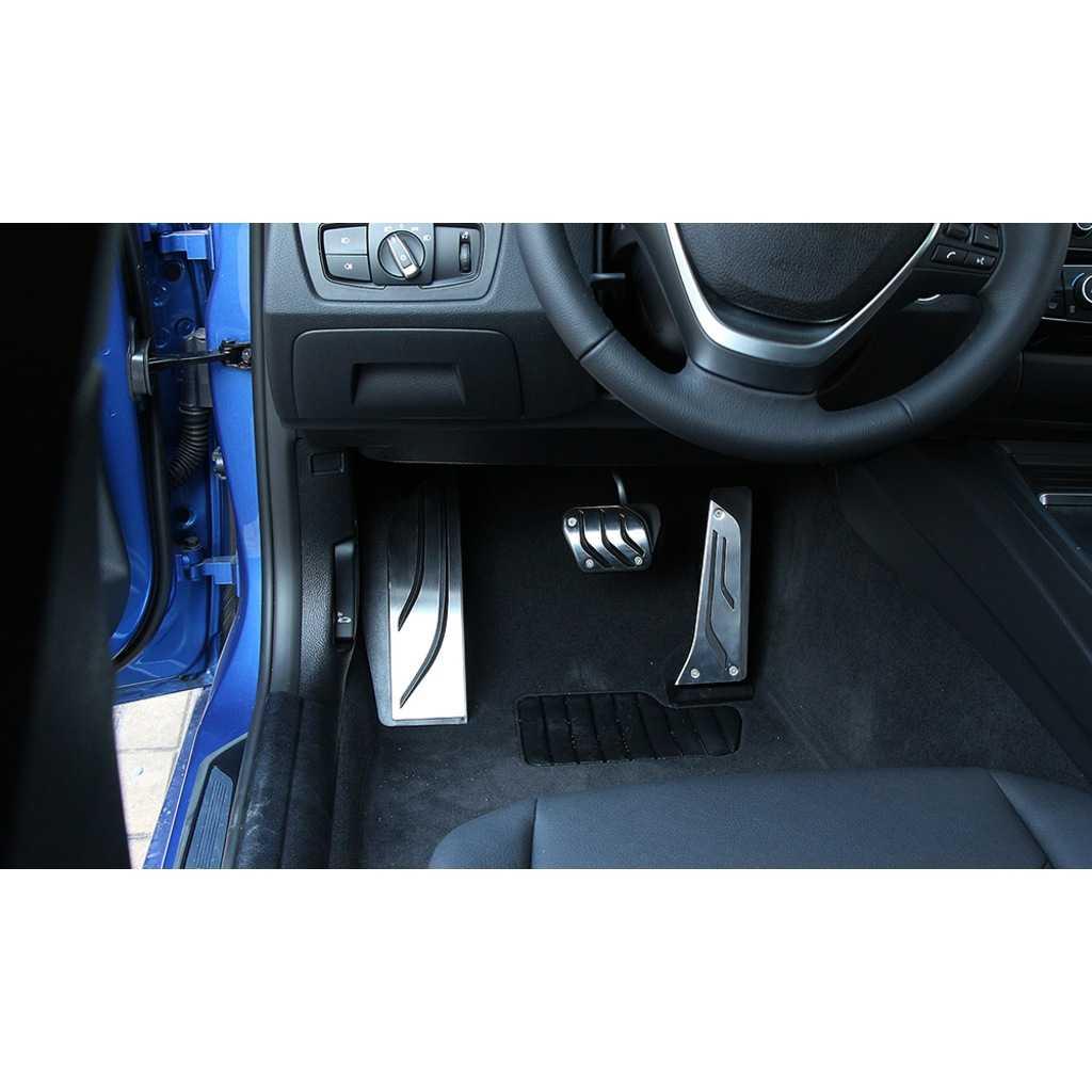 BMW F30 Pedal Seti Ve Kapı Altı Orjinal Geçmeli LOGO İTHAL