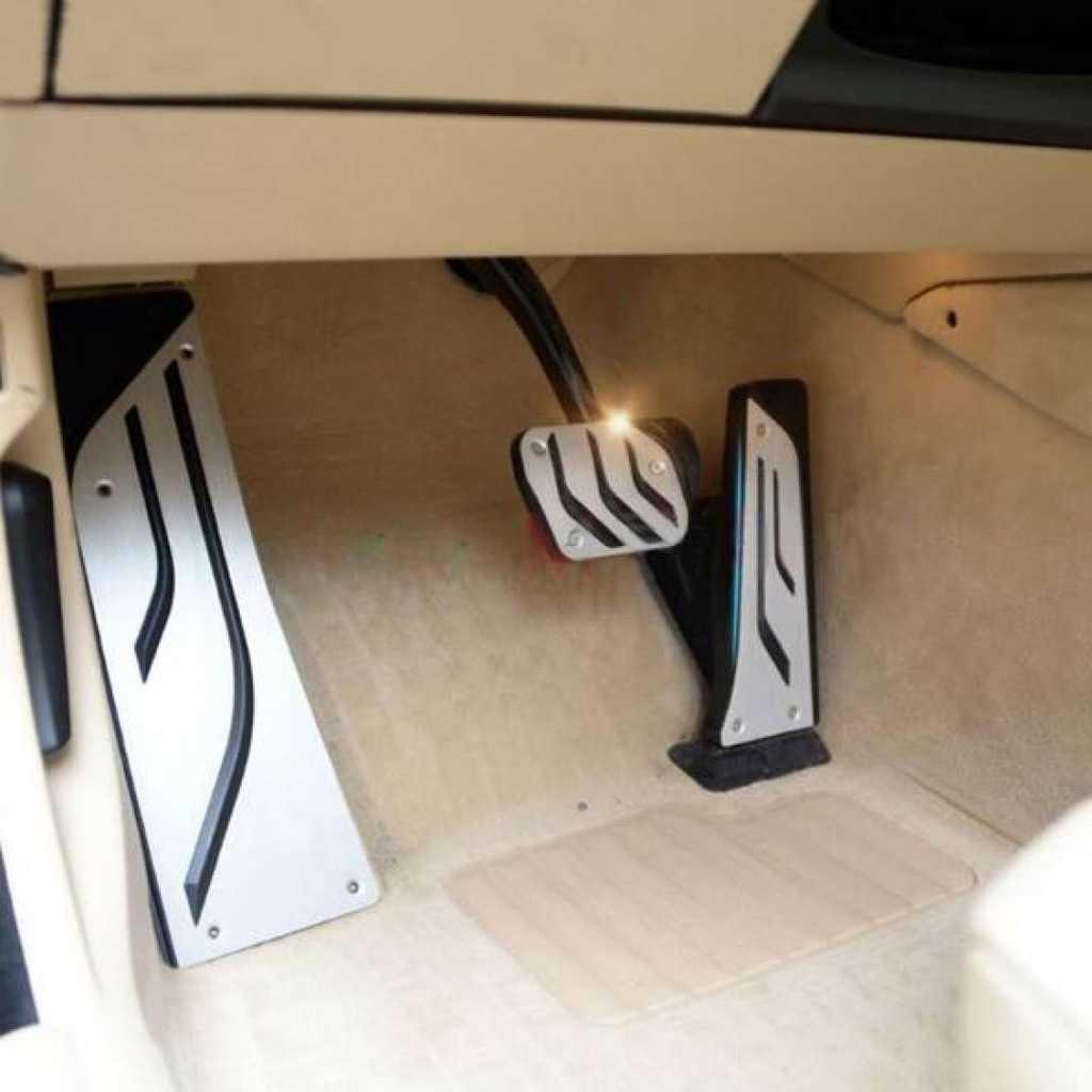 BMW F30 Böbrek, Pedal Seti, Kapı Altı Logo (Orjinal soket) İTHAL